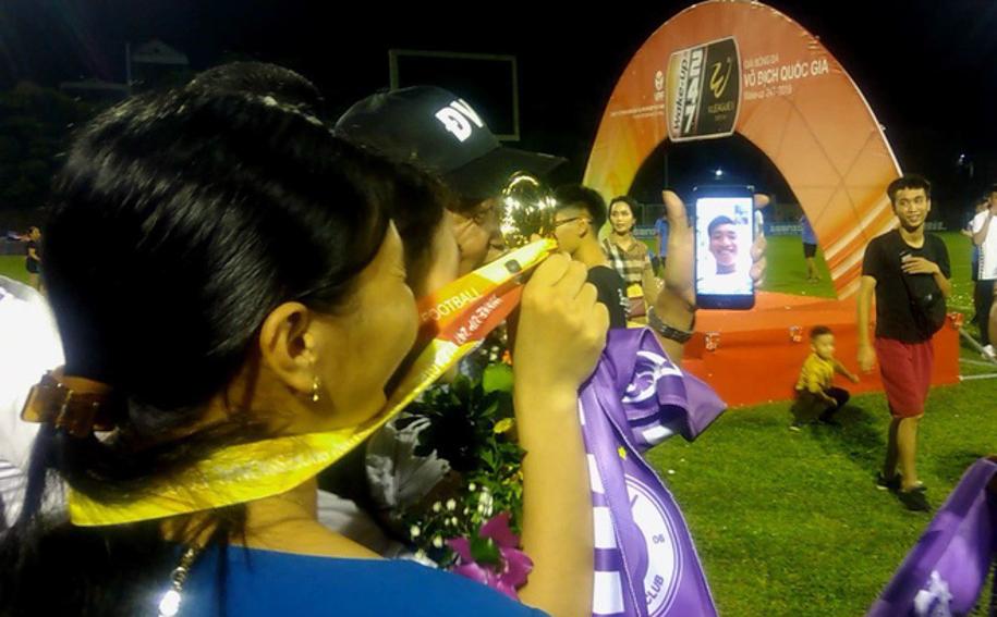 Văn Hậu vẫn nhận huy chương vô địch V-League 2019 dù đang thi đấu ở Hà Lan