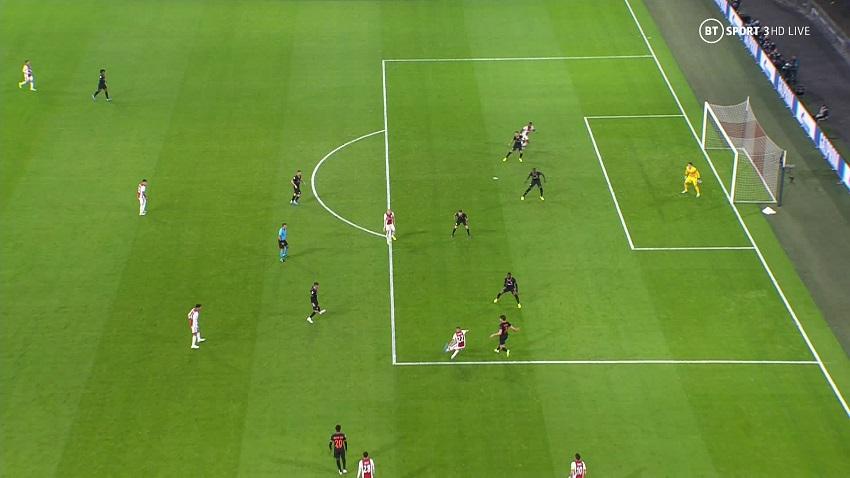 Chelsea được giải cứu khó tin trước Ajax ở Cúp C1 nhờ công nghệ VAR