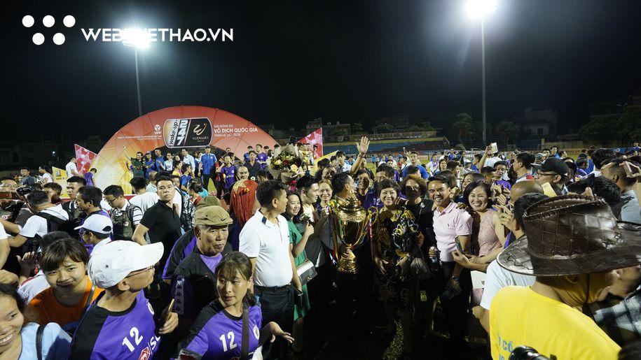Hà Nội FC dính sự cố hy hữu trong ngày nhận cúp vô địch V.League 2019