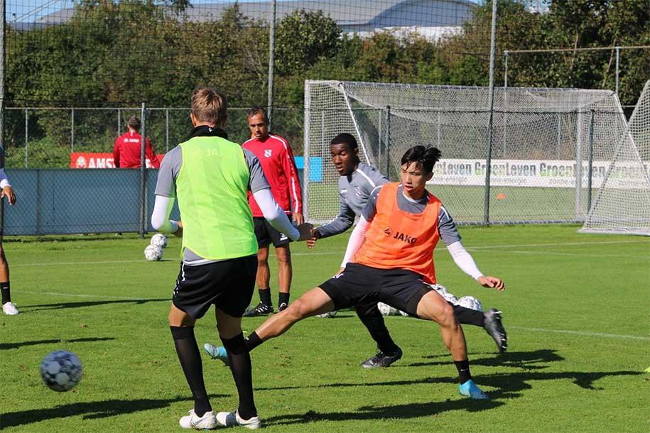 Lucas Woudenberg quá tải, Văn Hậu có cơ hội ra sân cho đội 1 Heerenveen