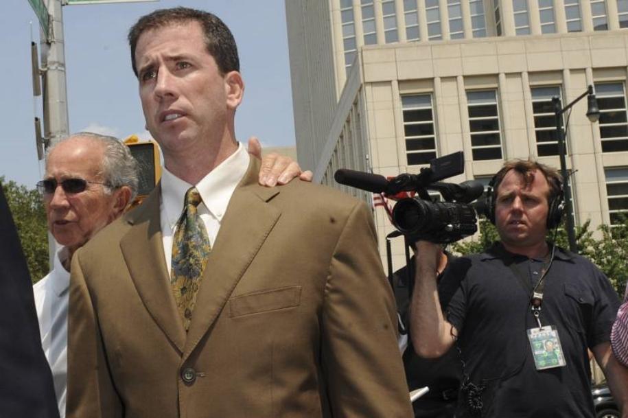Cựu trọng tài từng ngồi tù ra mắt phim về góc tối NBA