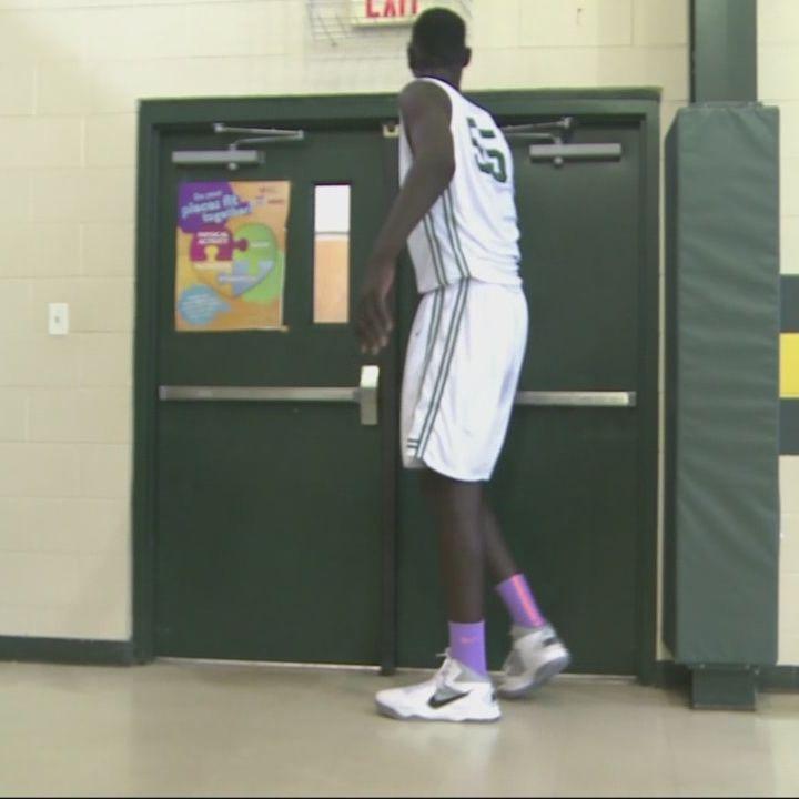 Tân binh Boston Celtics dính chấn thương vì ... quá cao