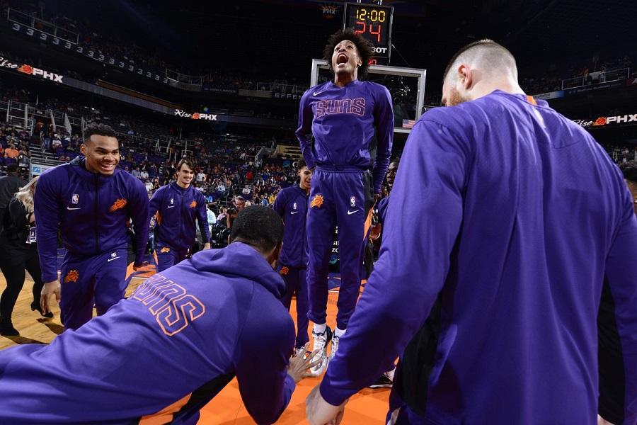Devin Booker ném rổ vào tay, LA Clippers nhận trận thua đầu tiên