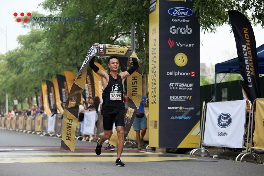"""VĐV """"chuẩn Boston Marathon vượt qua tuyển thủ SEA Games để vô địch Longbien Marathon 2019"""