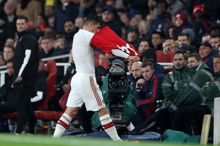 CĐV Arsenal chỉ định đội trưởng mới sau sự cố Xhaka