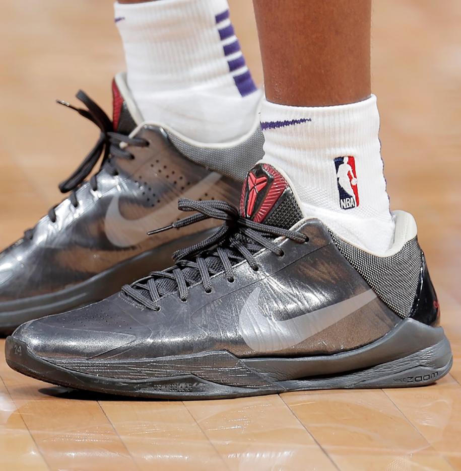Soi những mẫu giày đỉnh nhất tuần mở màn NBA 2019-20