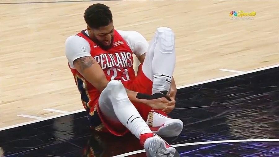 Bất chấp chấn thương Anthony Davis vẫn ra sân trận gặp Memphis Grizzlies