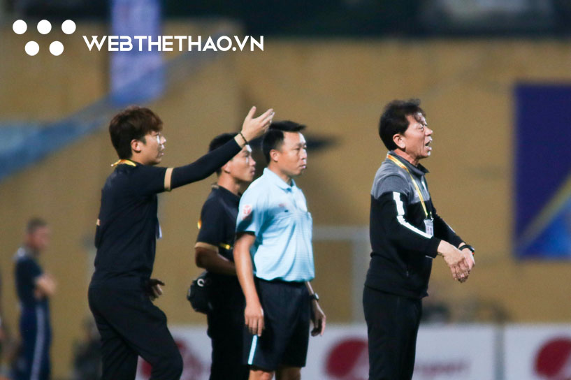 Trợ lý người Hàn của TP HCM khóc nức nở sau thất bại trước Hà Nội