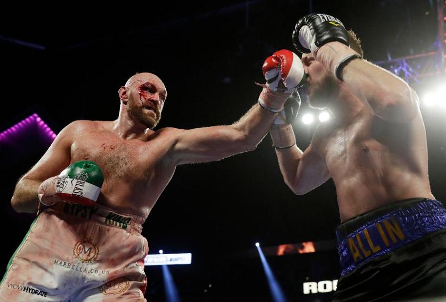 Tyson Fury tập luyện với Conor để debut MMA