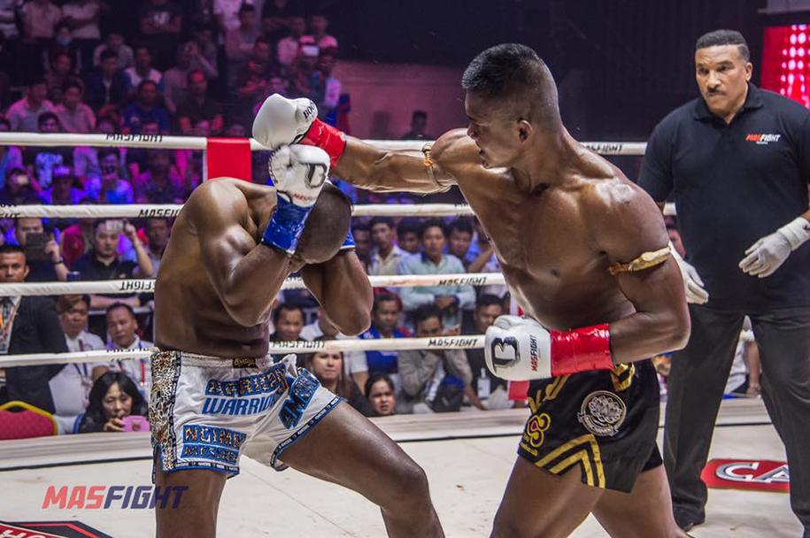 Yi Long bỏ đấu, Buakaw vẫn thắng lớn đối thủ thay thế tại giải Muay MAS Fight