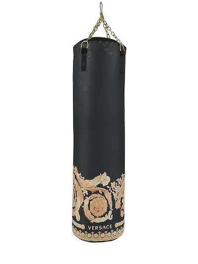 Hãng thời trang Versace ra mắt cặp găng Boxing trị giá hơn 72 triệu đồng