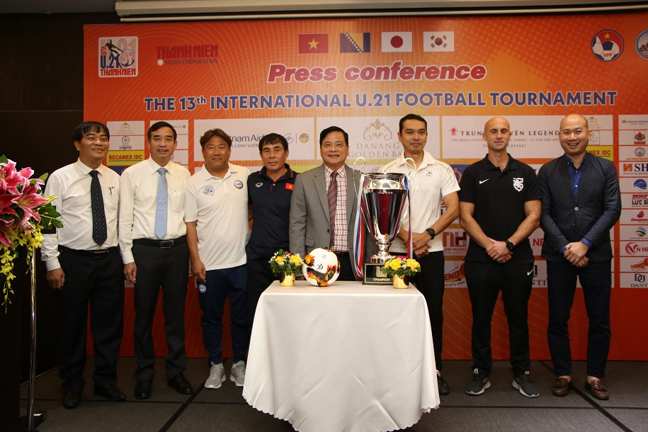 Đội bóng trường Đại học của thầy Park tham dự giải đấu ở Việt Nam