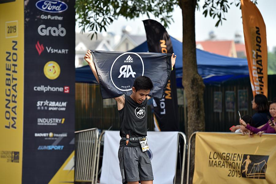"""""""Gà nòi"""" của AR Saigon đăng quang đầy ấn tượng tại Longbien Marathon 2019"""