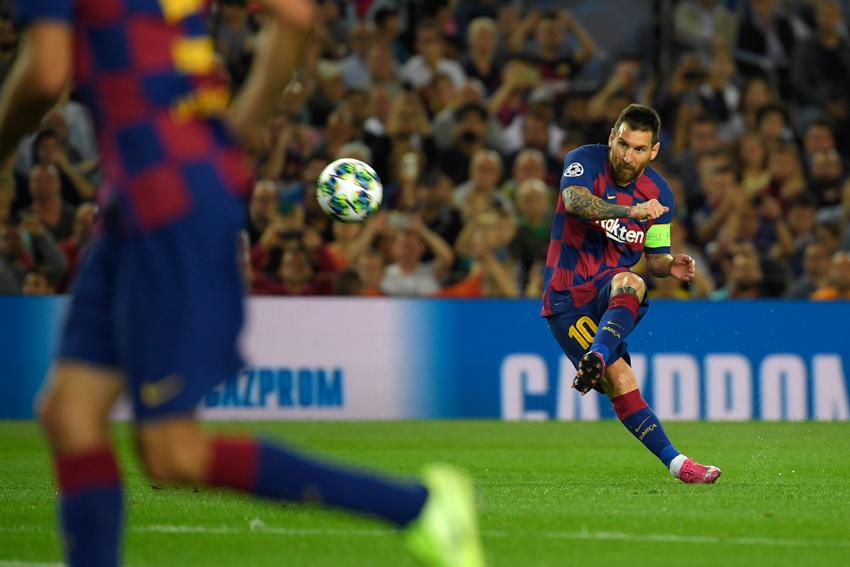 Barca lấy lại ngôi đầu La Liga bằng pha đá phạt thành bàn thứ 50 của Messi