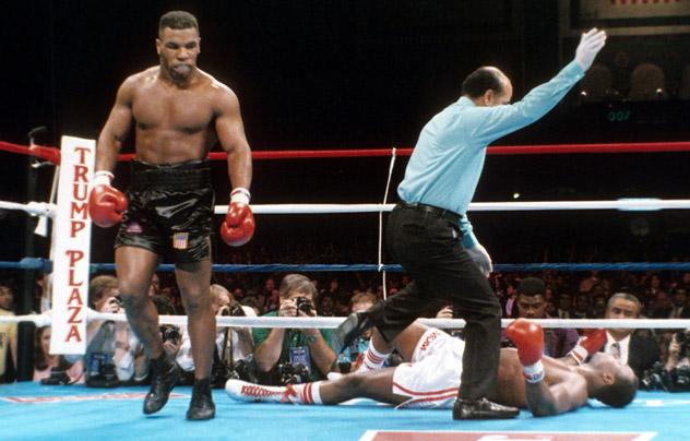 Knockout Larry Holmes, Mike Tyson trả thù cho Muhammad Ali