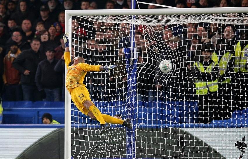 Rashford được so sánh với Ronaldo sau khi đá phạt thành bàn cho MU