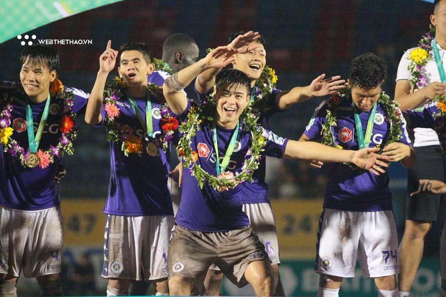 Hà Nội FC vô địch và nụ cười HLV Vũ Hồng Việt
