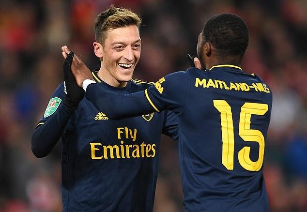 Mesut Ozil đưa ra bằng chứng về tác động mạnh mẽ đối với Arsenal