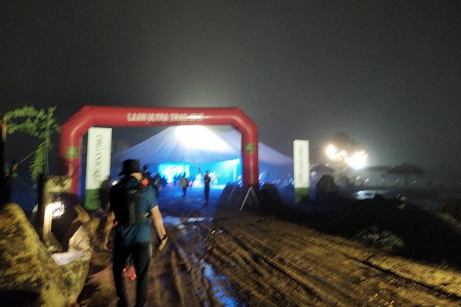 """""""Nhà vô địch giày thủng"""" đăng quang giải chạy địa hình trên cao nguyên Đà Lạt"""