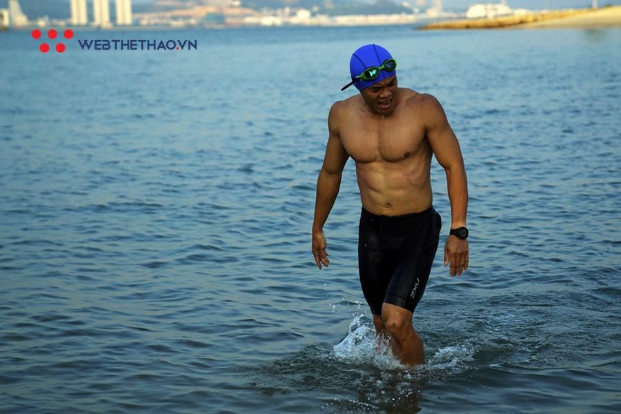 Choáng ngợp với vẻ đẹp đường bơi hoàng hôn của Sunset Bay Triathlon 2019