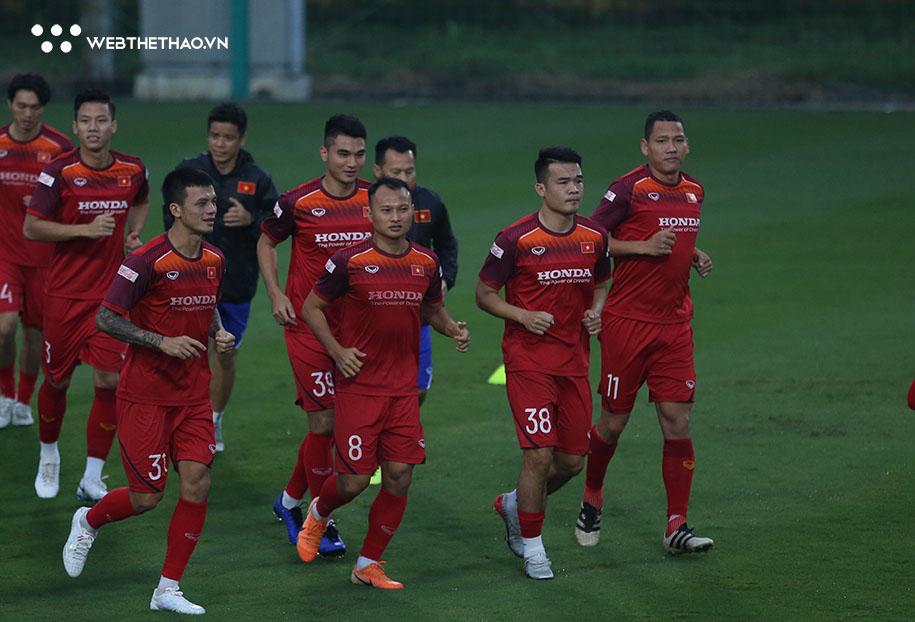 HLV Park Hang Seo loại 5 cầu thủ trước trận gặp UAE