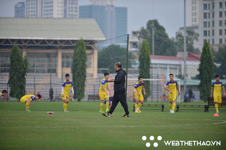 Thầy Park hỏi thăm Công Phượng, Văn Hậu; trầm ngâm trước thềm trận đánh lớn