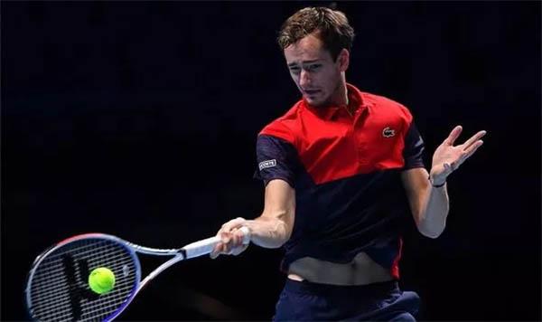 Kết quả quần vợt hôm nay, 11/11: Tsitsipas lần đầu thắng Medvedev