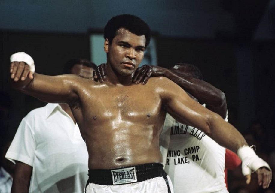 Muhammad Ali không thể rời xa võ đài vì nhớ khán giả