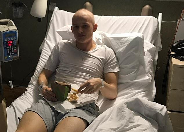MU gọi cầu thủ trẻ bị ung thư đá Europa League