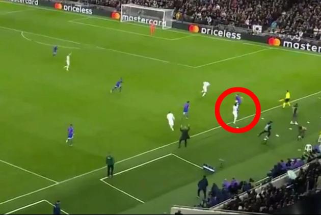 Bàn thắng của Tottenham nhờ cậu bé nhặt bóng lẽ ra không được tính