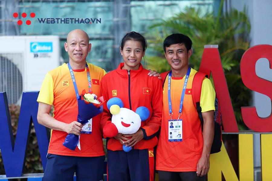 Lãnh đội Dương Đức Thủy rớt nước mắt khi Phương Trinh giành HCĐ SEA Games 30 lịch sử