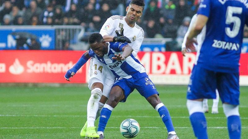 Real Madrid khó xử trong việc tẩy thẻ cho Casemiro đá Siêu kinh điển