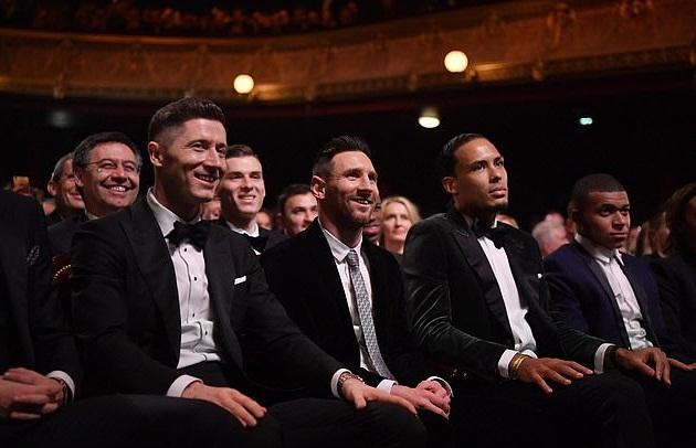 Van Dijk xin lỗi Ronaldo về trò đùa ở lễ trao giải Quả bóng Vàng