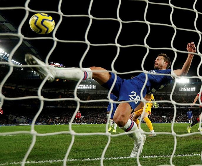 Chelsea gục ngã trước Bournemouth vì công nghệ VAR