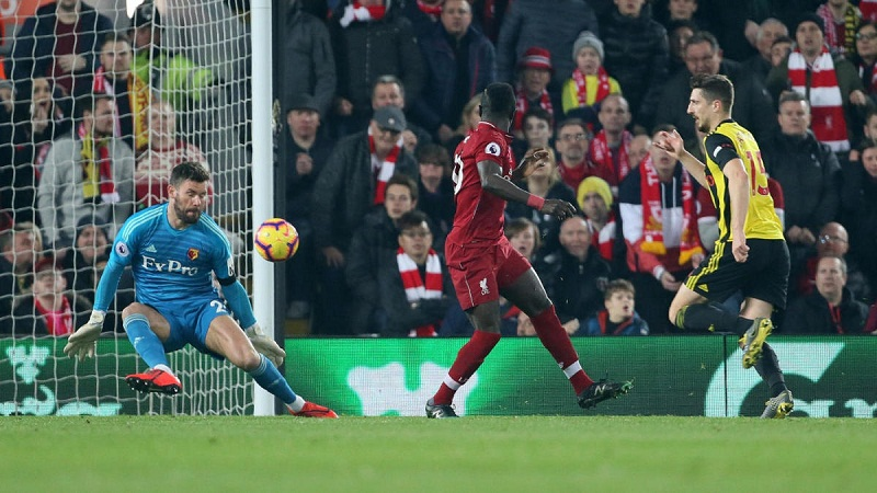Salah gây bão với bàn thắng bằng cú đánh gót xâu kim cho Liverpool