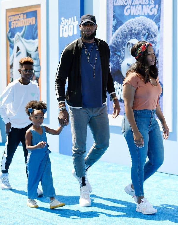 Biểu tượng LeBron James và 5 tác động cực lớn tới xã hội Mỹ