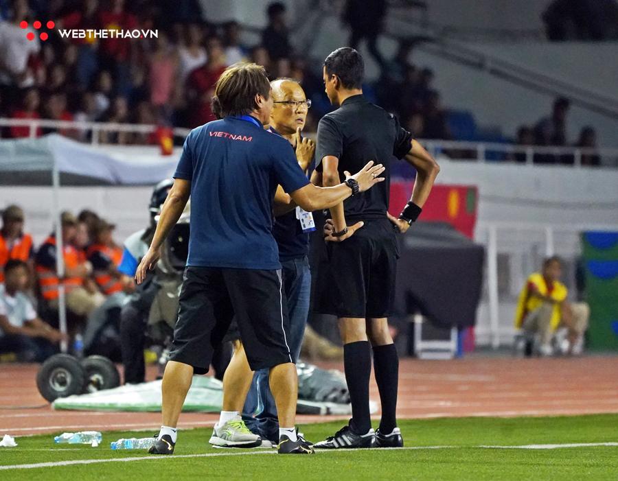 """Không chỉ HLV Park Hang-seo dính thẻ đỏ, lãnh đội điền kinh cũng """"ăn thẻ"""" ở SEA Games 30"""