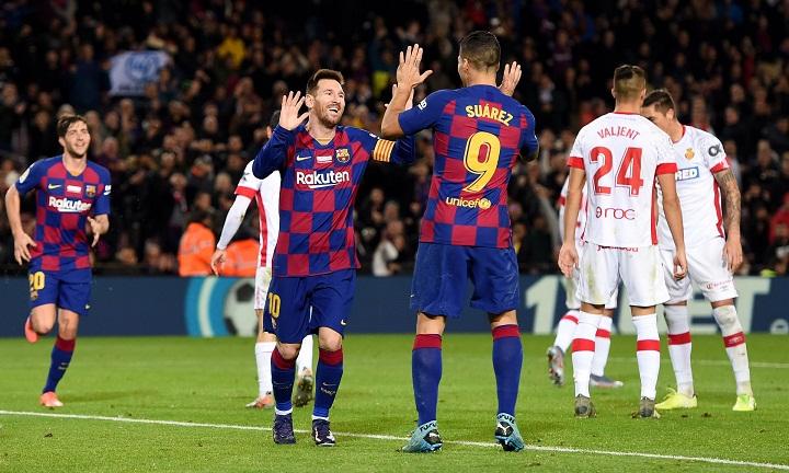 Messi lập kỷ lục ghi bàn ở Nou Camp giúp Barca thắng Alaves