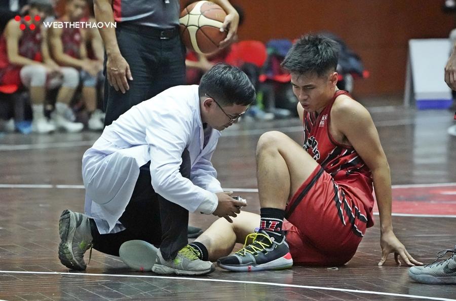 Quang Tám ôm chân đau đớn, Thang Long Warriors gặp khó tại Audi Cup 2019