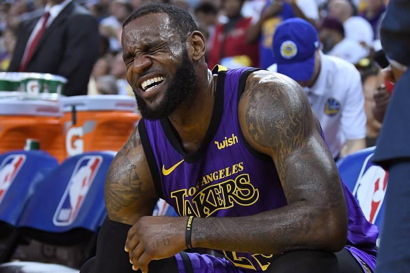 Tin nóng: LeBron James nghi vấn chấn thương, sẽ vắng mặt lần đầu tiên trong mùa giải?