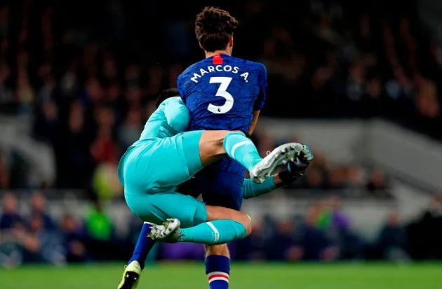 Chelsea nhận phạt đền khi VAR lật ngược chính xác quyết định của trọng tài