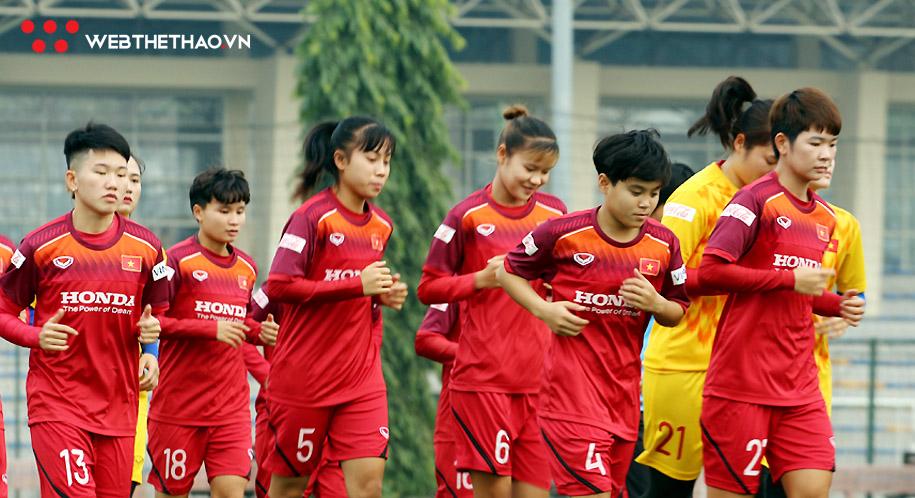 ĐT nữ Việt Nam tập buổi đầu, HLV Mai Đức Chung báo tin vui
