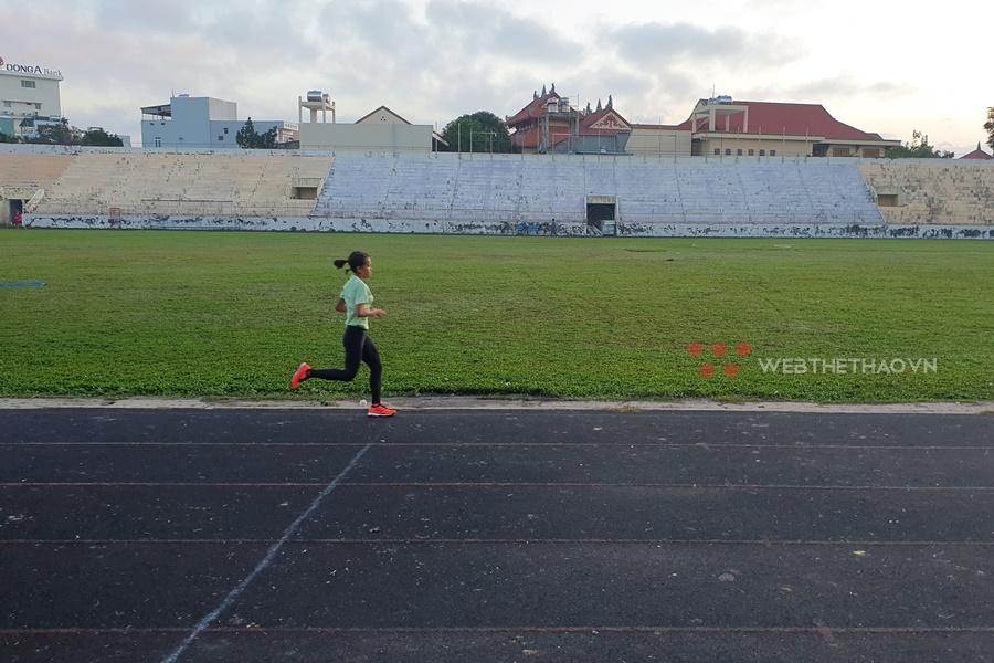"""Hồng Lệ trở lại Quy Nhơn """"luyện giò"""" sau HCĐ marathon SEA Games 30 ấn tượng"""