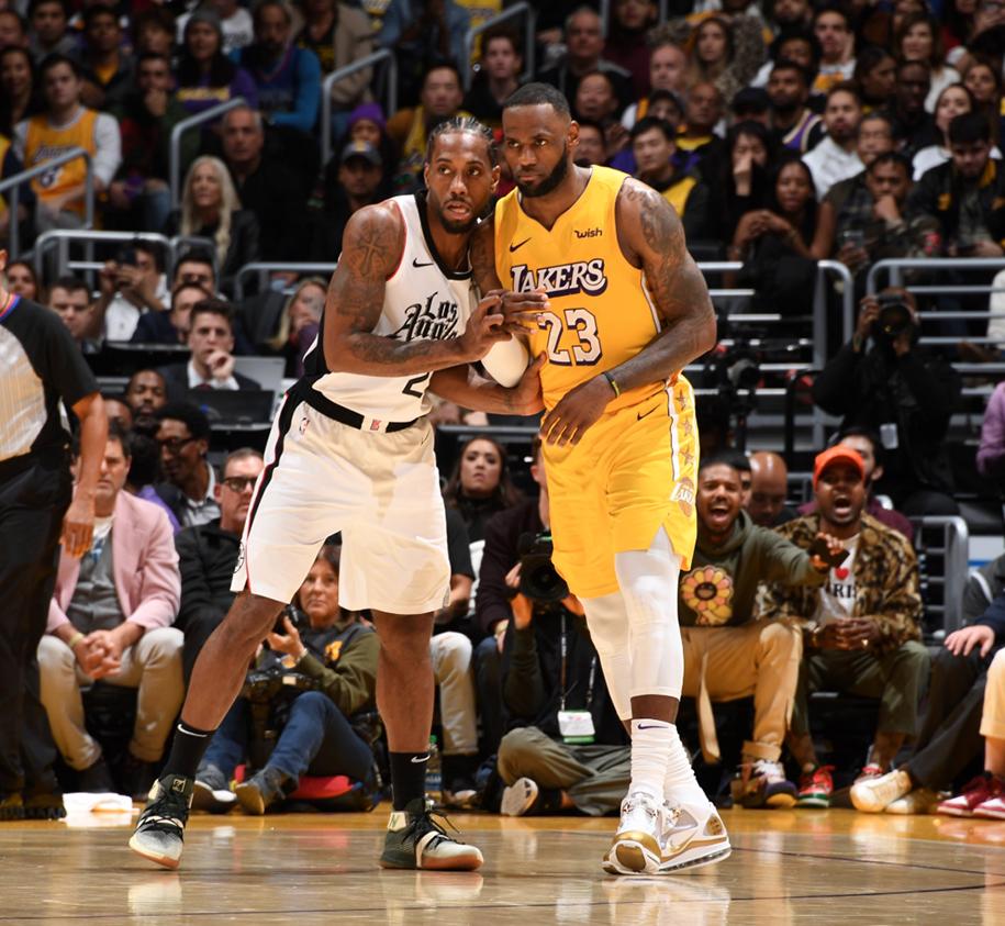 LeBron James tái phát chấn thương, lại nén đau tiếp tục thi đấu trận Clippers