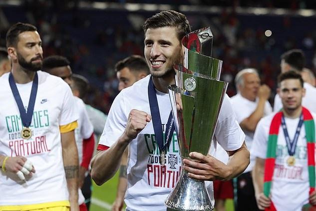 Tin chuyển nhượng sáng 13/7: Arsenal hỏi mua người thay thế Koscielny