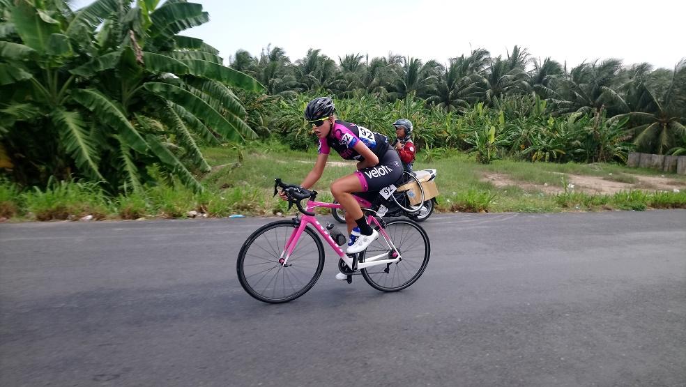 Tay đua Hàn Quốc giành áo vàng lẫn áo xanh chặng 2 giải xe đạp nữ quốc tế truyền hình An Giang