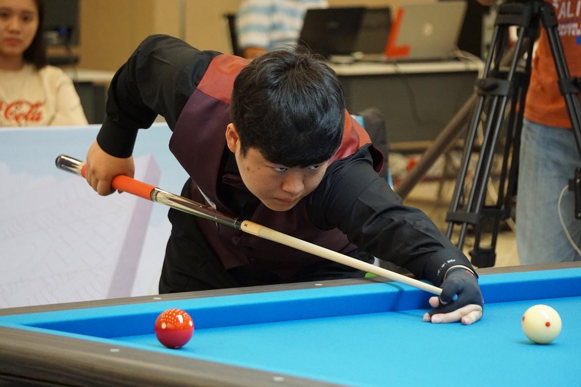 """Đánh bại các cao thủ Việt Nam, """"thần đồng billiards thế giới"""" vô địch giải quốc tế Bình Dương"""