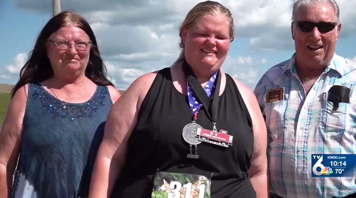 Cô gái Mỹ phá kỷ lục Người phụ nữ nặng nhất thế giới hoàn thành marathon