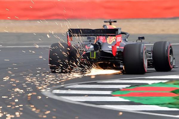 Vòng loại British Grand Prix 2019: Mercedes độc bá, nhưng không có pole cho Hamilton