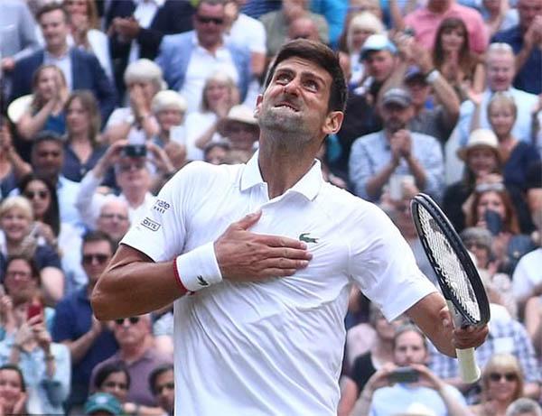 Federer cầm vàng mà để vàng rơi, Djokovic thắng trận chung kết Wimbledon lịch sử